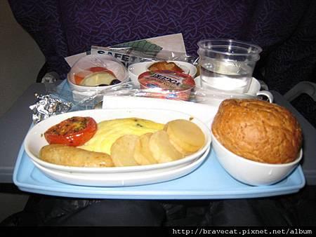 IMG_0681往紐西蘭機上早餐.jpg