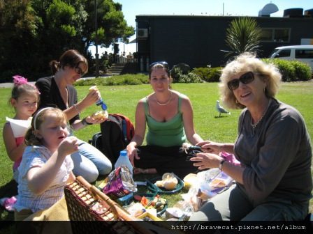 IMG_0719 Sumner Beach-野餐Piper & Brianna & Mel & Joanne & Vicky.jpg