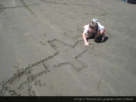 IMG_0748 Sumner Beach-Emmaline沙灘作畫.jpg