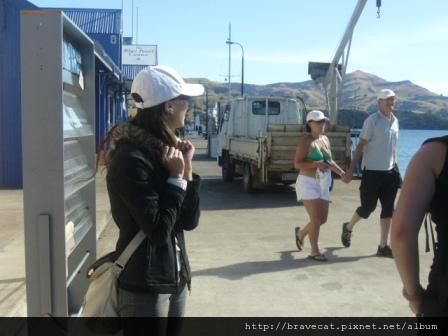 Akaroa-對比,我跟Michelle都覺得天氣很冷,但這邊的人還是穿的很少.JPG