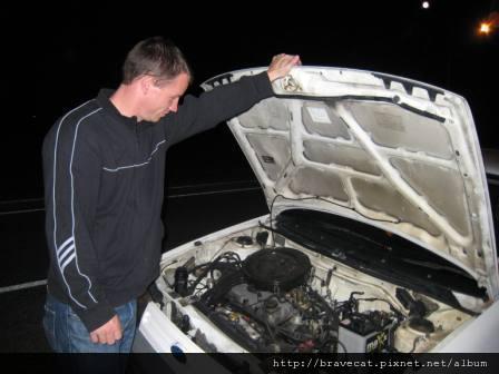 IMG_0688 ㄟ...車子發不動,才剛到Michelle家要去接她車子就出狀況了.JPG