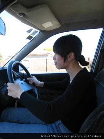 IMG_0722 為了照像假裝開車,其實停在路邊.JPG