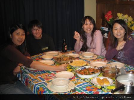 IMG_0832 Ashburton-第二天又是一頓豐盛的晚餐, Winne & Tammy & Me & Michelle.JPG