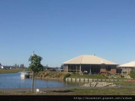P1030316 Ashburton-Lake Hood,依著湖畔的豪宅.JPG