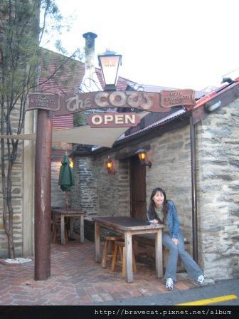 IMG_0957 QT-The Cow,這家Pizza很有名,當我們進去的時候只有我們兩個亞洲人,所有人都盯著我們看.JPG