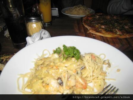 IMG_0971  QT-The Cow, Sea Food Spaghetti & Portofino Pizza,建議點Pizza,Spaghetti不值得.JPG