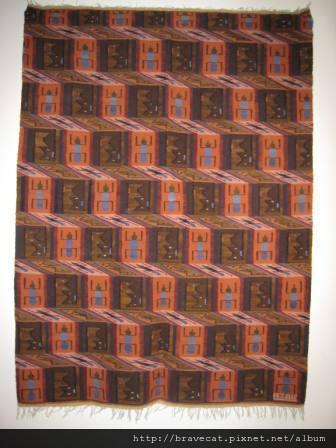 IMG_1223 Wanaka-Puzzling World又是一張利用視覺效果的毯子,看起來很立體.JPG