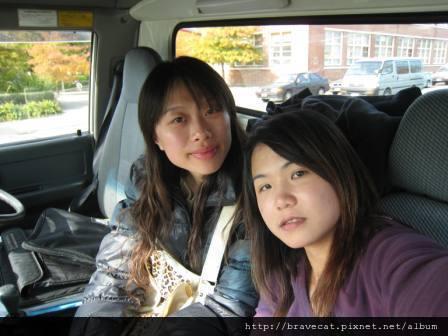 IMG_1556 在AA的車上,我們已經笑不出來了.JPG
