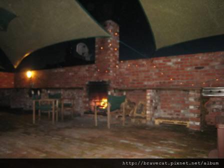 IMG_1659 Motueka-Bakers Lodge,夜晚戶外餐廳一角.JPG