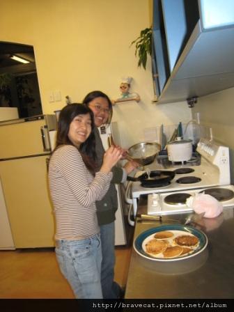 IMG_3650 Bakers Lodge-這一晚是鬆餅Party唷.主廚是May..JPG