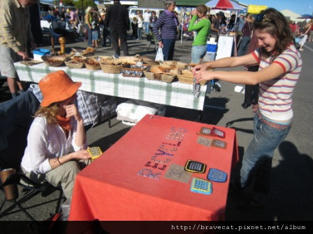 IMG_2281 Motueka - Sunday Market,資源回收創意,易開罐拉環錢包.JPG