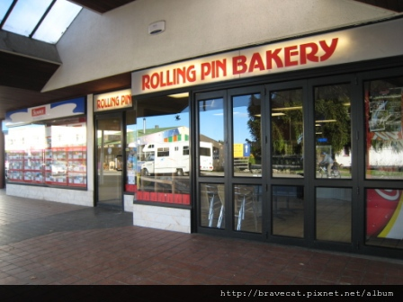 IMG_0197 Motueka - 沒工作的日子下午兩點之前會到這家麵包店搶購1元麵包.JPG