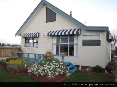 IMG_0454 Motueka - Cottage坐在沙發上看窗外應該很幸福吧.JPG
