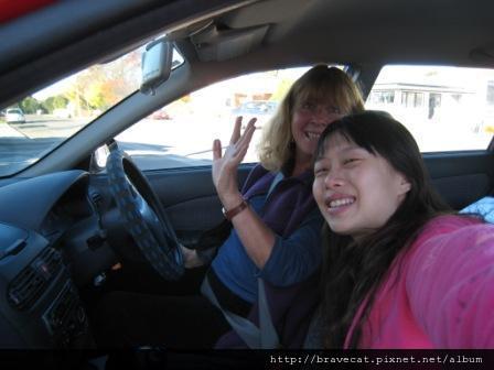 IMG_2939 Motueka - 這位女士是學校老師,很好心的讓我搭便車,不過她告誡我下次不要這樣,很危險的.JPG
