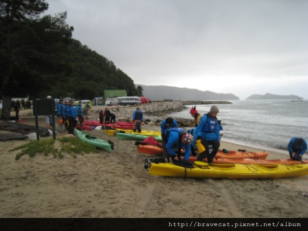 IMG_3337 Kiwi Kayaks - 有其他家Kayak活動店家也是在這邊出發.JPG
