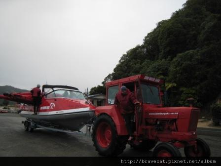 IMG_3432 Kiwi Kayaks - Kayaks的接駁車.JPG