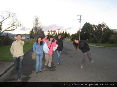 IMG_3248 Motueka - Sherry & Kelly & Li Fung & Christo & Selina (Saxon St).JPG