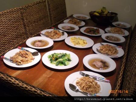 CIMG0561 將將將將,大工告成,豬肉炒麵,香菇雞湯,炒青江菜,蔥蛋,煎豆腐.JPG