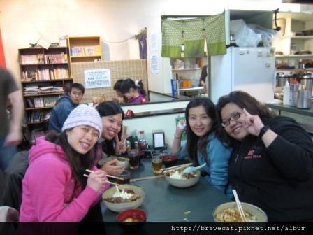 IMG_0832 CHCH- 今晚吃日式蓋飯唷. I & Sherry & Selina & Sabrina.JPG