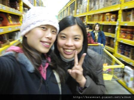 IMG_0834 CHCH- PAKnSAVE採買她們的旅行用品.JPG