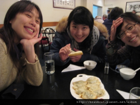 IMG_0867 CHCH- 今晚又到Joyful吃中國菜. I & Youjin & Seah.JPG