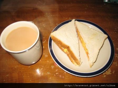 IMG_0795 睡到中午,Mio幫我準備的愛心早午餐.JPG