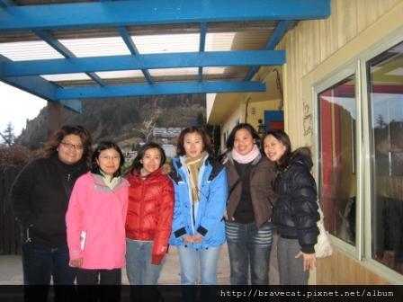 IMG_1335 Southern Laughter- 因為Selina她們訂了機票回奧克蘭,所以只停留一天就得離開了,這天早上特地來送她們. C U, Taiwan 見.JPG