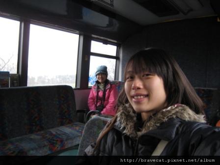 IMG_1343 節慶活動都往後延,沒事幹的我們決定去郊遊. I & Li Fung & Sam搭巴士去Arrowtown.JPG