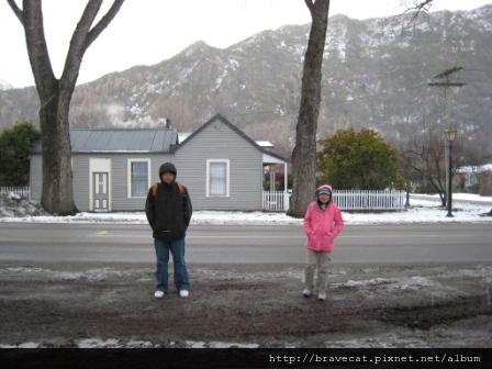 IMG_1399 Arrowtown- 我兩個雪人朋友,Sam & Li Fung.JPG