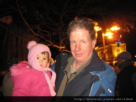 IMG_1592 他是可愛小女孩的爸爸Reg,一開始還誤認為他是爺爺,不好意思內.JPG