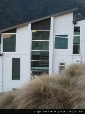 IMG_1941 喜歡它透明的落地窗,喜歡它的陽台(Befast TCE).JPG