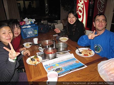 IMG_2053 Risa & Sally & Mario 好心的邀我一起吃飯.JPG