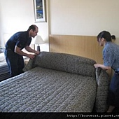 IMG_0071 最後再鋪上床罩.jpg