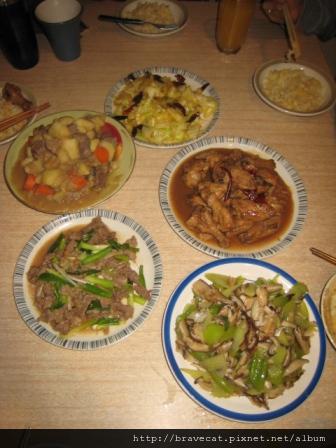 IMG_2143 辣炒高麗菜+香滷雞翅+涼拌西芹+蔥爆羊肉+燉馬鈴薯.JPG