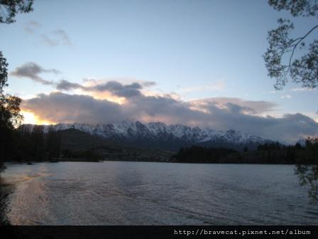 IMG_7850 Lake Wakatipu, 晨曦.jpg