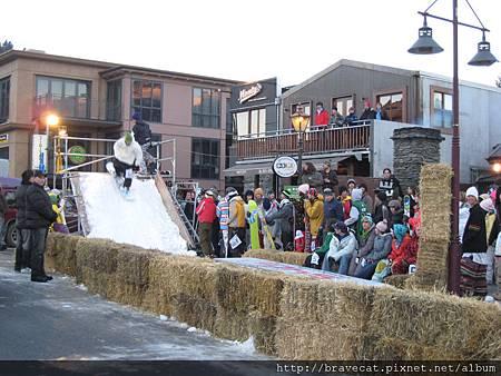 IMG_2086 路邊搭建的滑雪競技場(Church St)2007_07_13