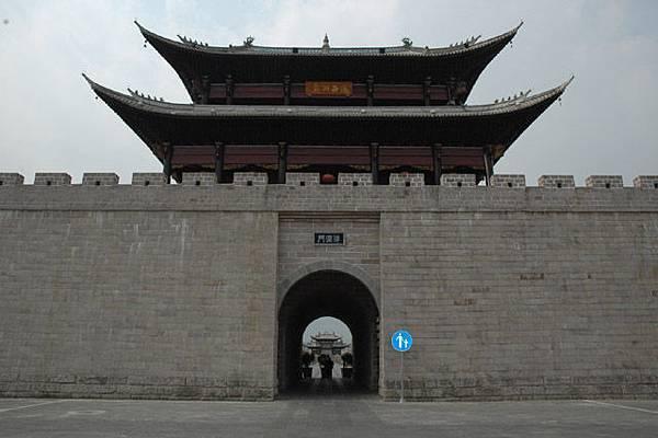 重修後的古城門