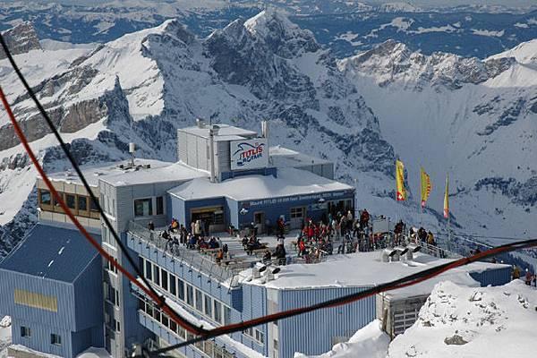 坐落在Titlis山上的餐廳