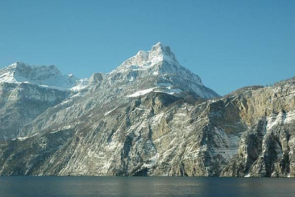 依山傍水標準瑞士美景
