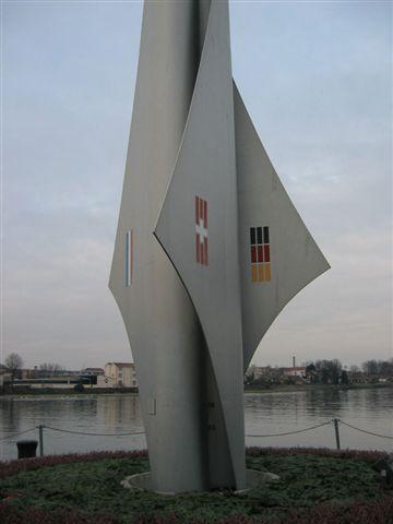 瑞士德法三國邊界碑