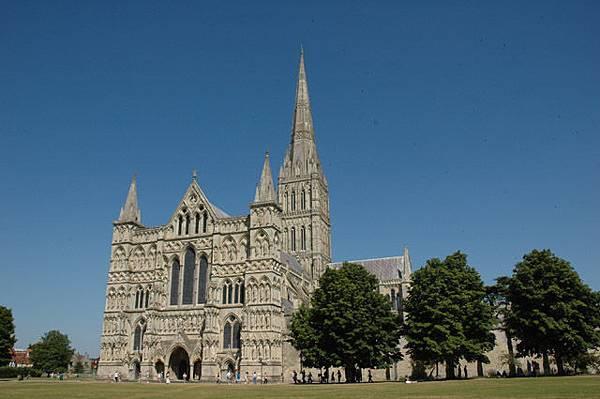 英國最高塔的Saltburry大教堂