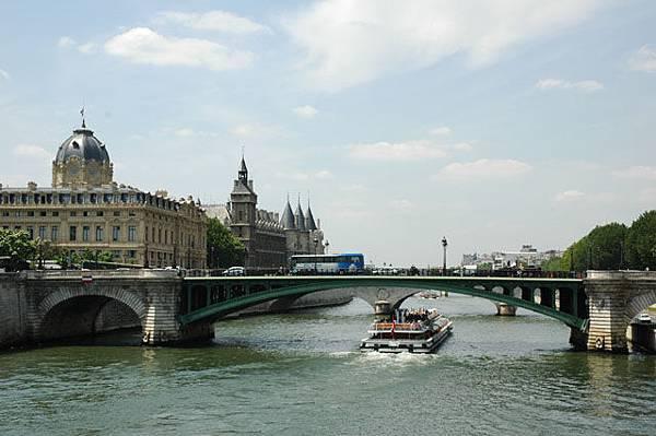 塞納河畔.jpg