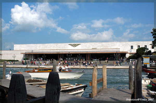 威尼斯火車站前廣場