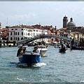 威尼斯繁忙的水上交通.jpg