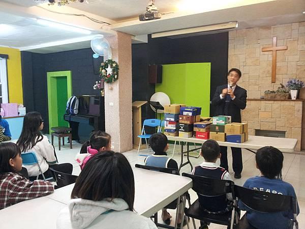Bravo2014博愛教會-明勳說明鞋盒的意義
