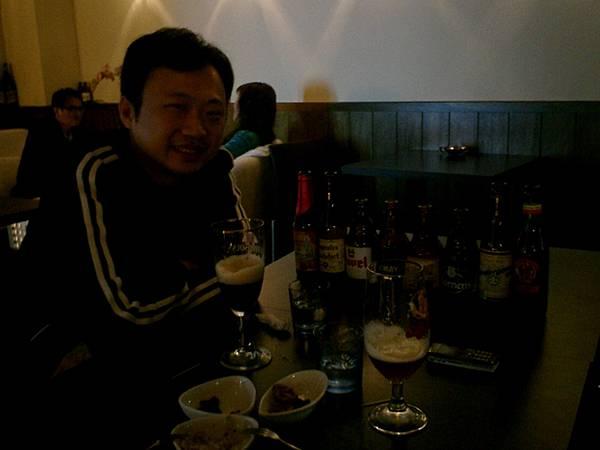 愛喝比利時啤酒的兩個人
