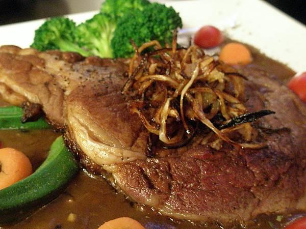 嫩煎愛斯蘭頂級肋眼牛排  佐紅酒磨菇牛肉汁