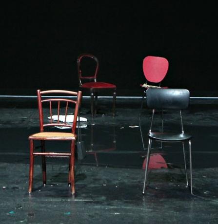 你的椅子在哪裡