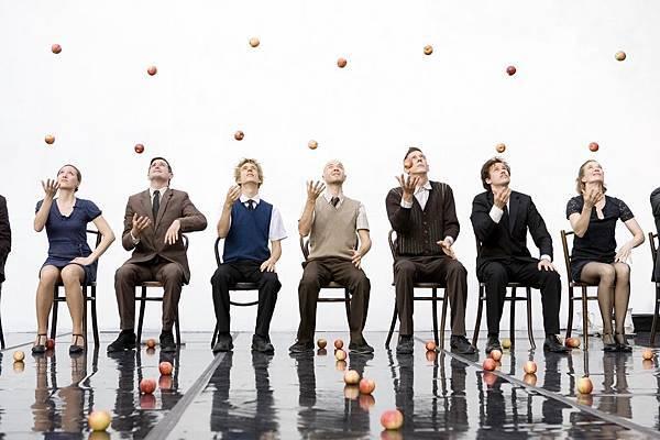 英國十分知名、結合雜耍與舞蹈的甘蒂尼雜技團(Gandini Juggling)