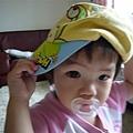 戴哥哥帽子的妹